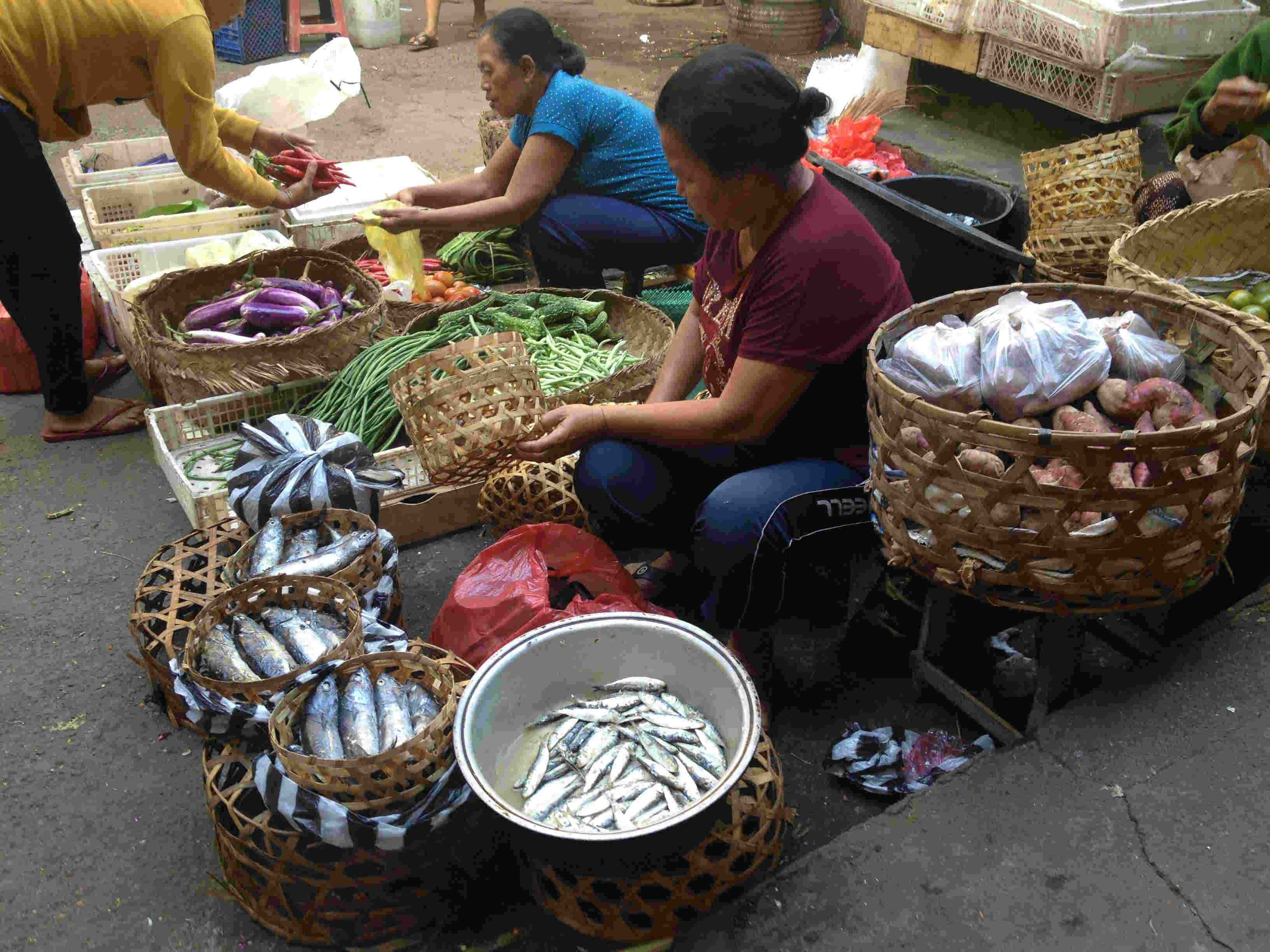 women-selling-fish