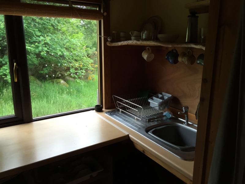 meditation-hut-kitchen