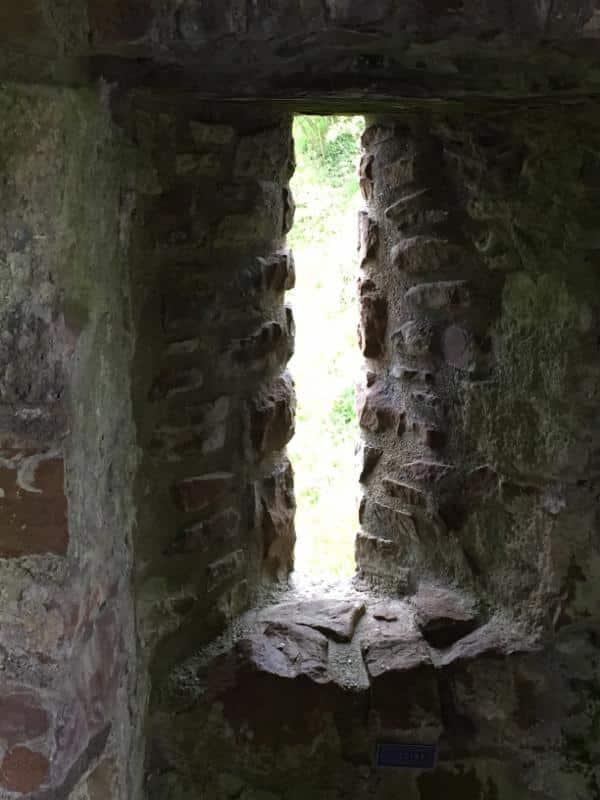 uruquart-castle-slit-window