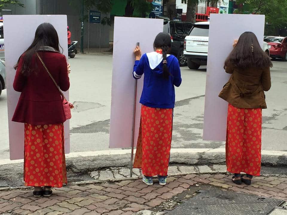 advertising-placard-girls