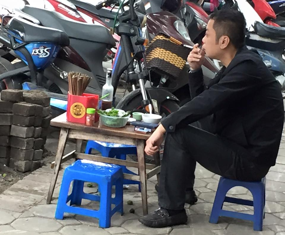 hanoi-smoking-seller