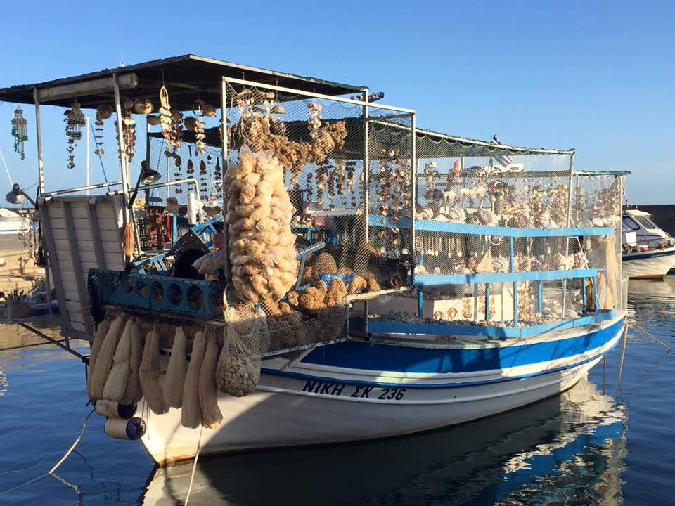 laura-davis-greece-chania-boat-tourist-crap