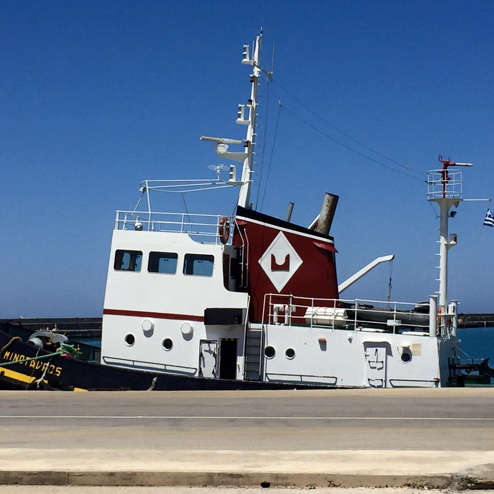 laura-davis-greece-heraklion-cute-tug-boat