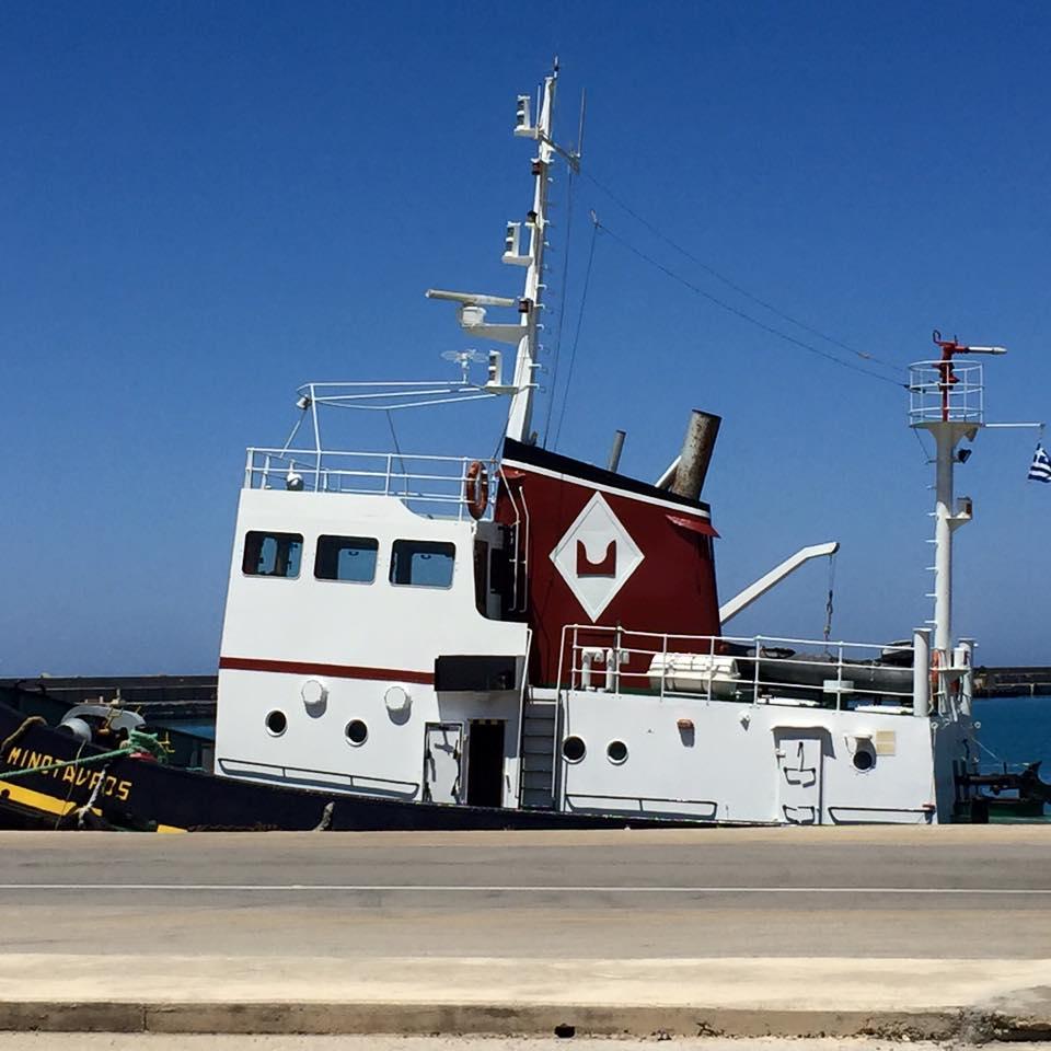 laura-davis-greece-heraklion-cute-tug-boat