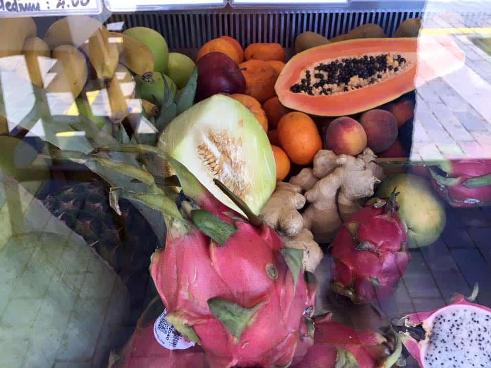 laura-davis-greece-heraklion-fruit