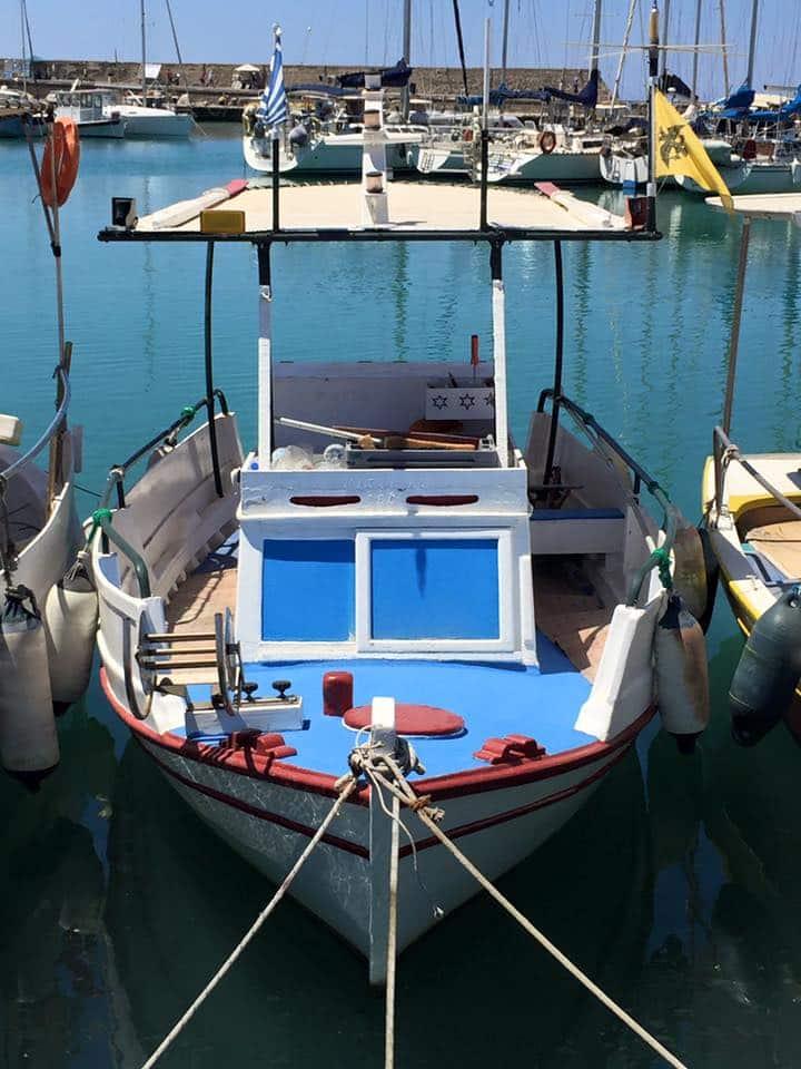 laura-davis-greece-heraklion-humble-boat