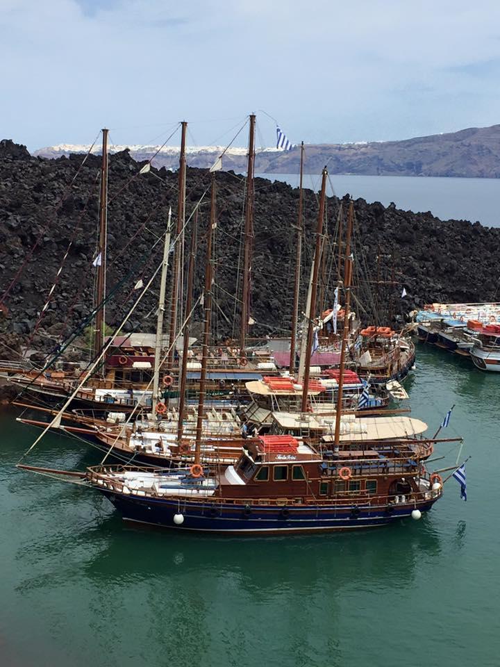 laura-davis-greece-santorini-ships-arriving