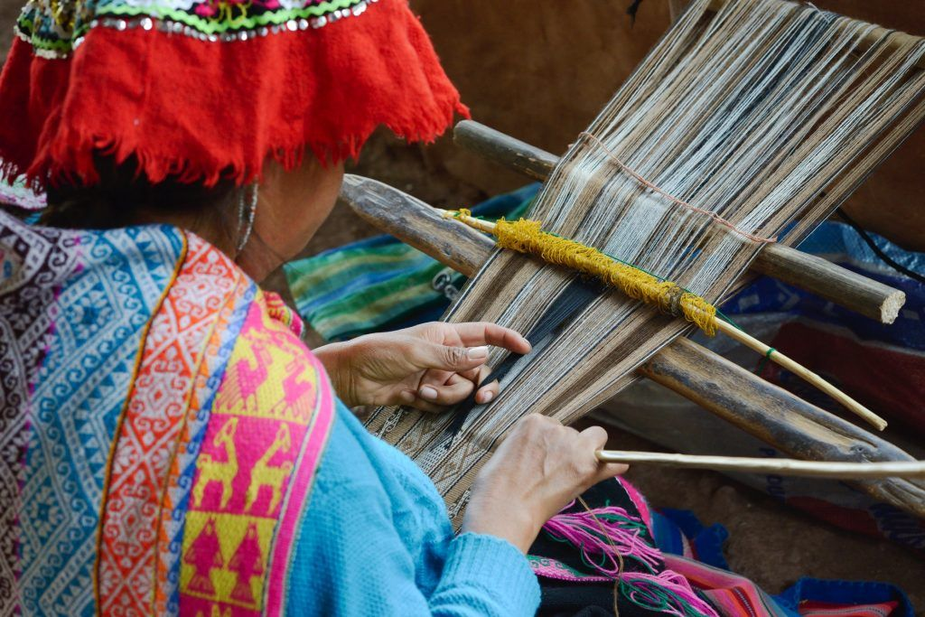 peruvian-woman-weaving-114423071-peru-laura-davis