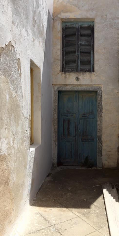 laura-davis-greece-i-love-doors