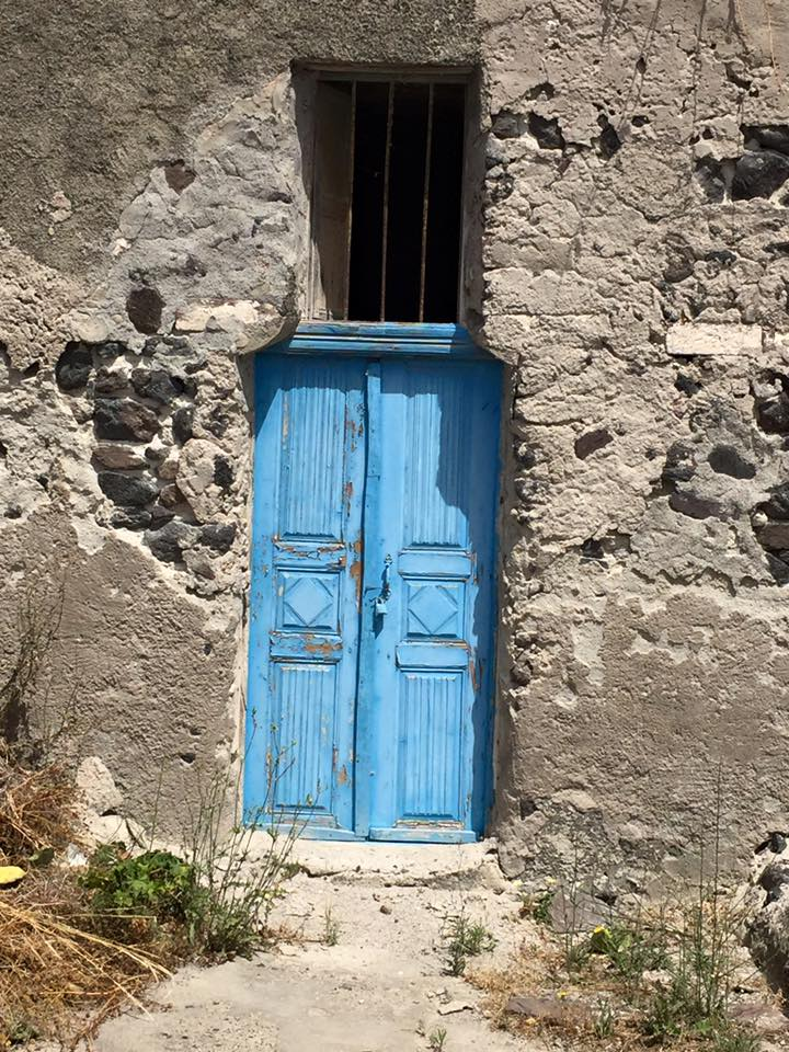 laura-davis-greece-blue-doors