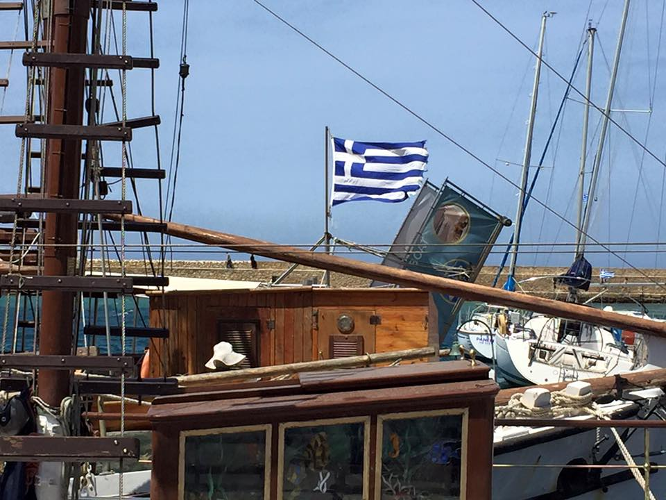 laura-davis-greece-chania-greek-flag