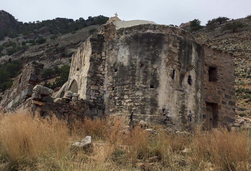 laura-davis-greece-samaria-gorge-ruins-en-route